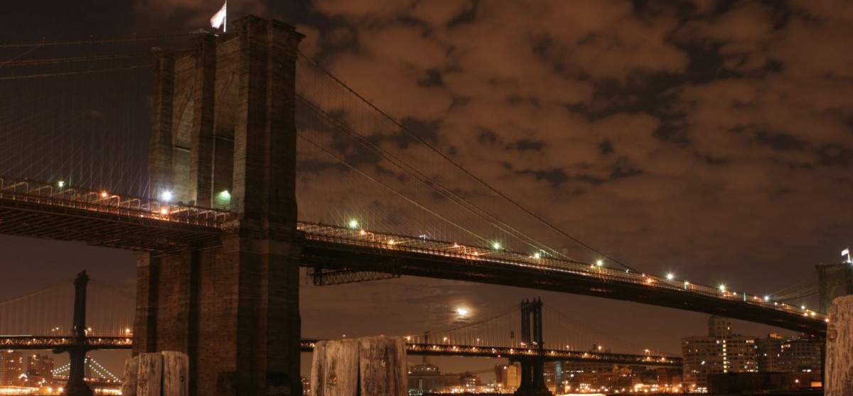 Brooklyn_Bridge_at_Night