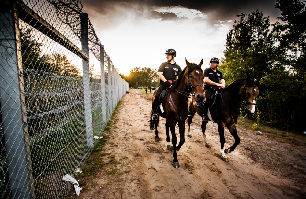 Mounted_policemen_at_Hungary-Serbia_border_barrier
