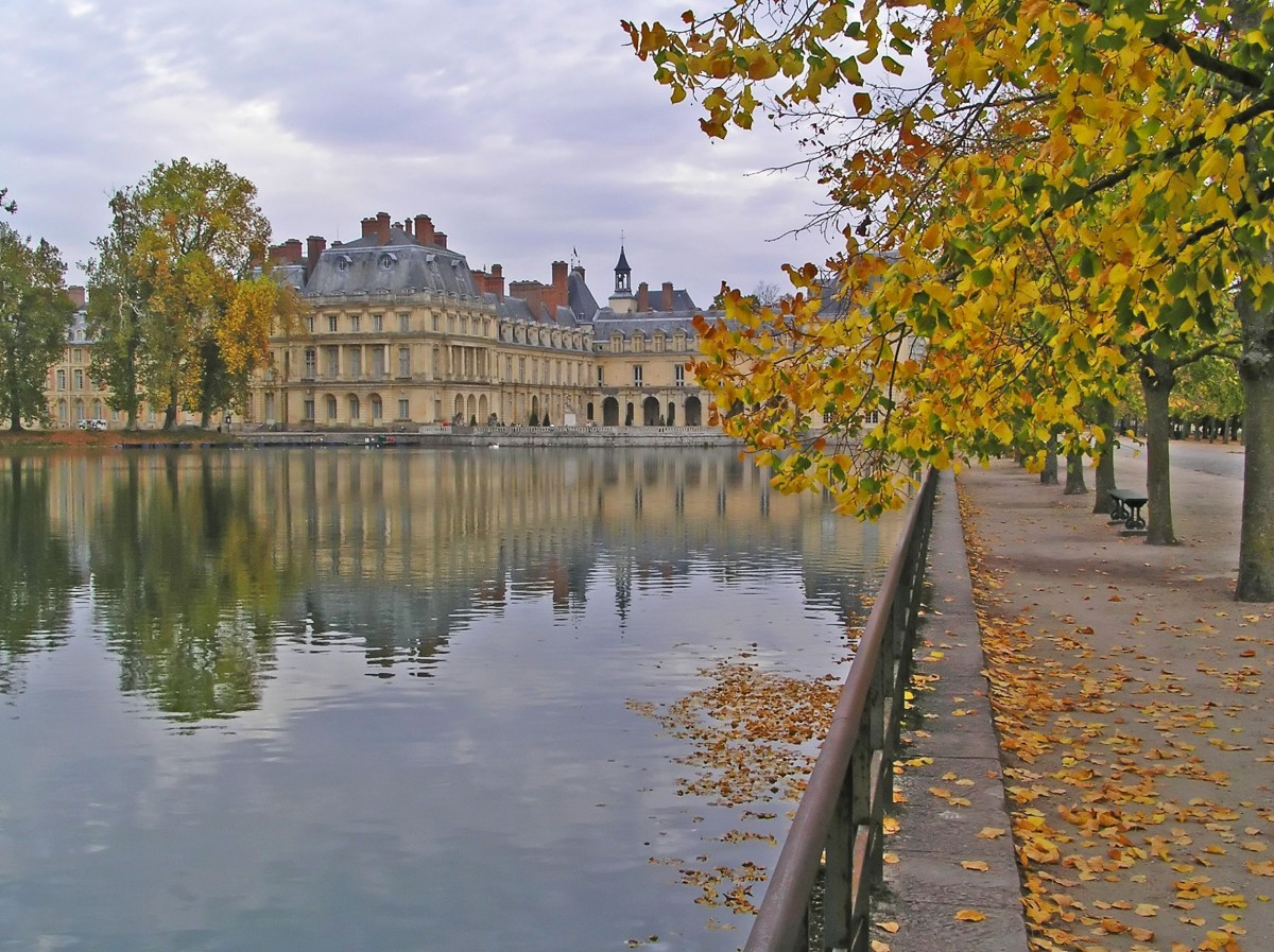 france-paris-seine-in-the-fall