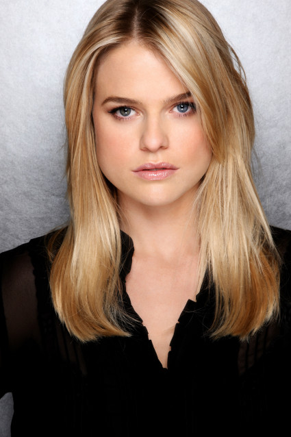 English actress Alice Eve suffers from heterochromia