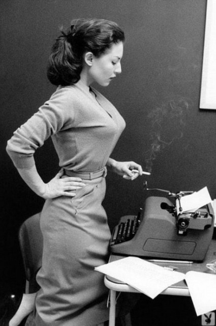 Girl-with-typewriter-and-a-smoke