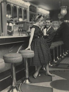 This-is-how-teenagers-dated-in-the-1950s