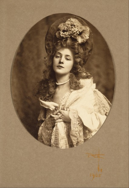 Another one of Evelyn Nesbit, ca. 1905.