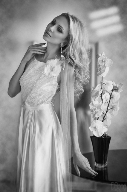 women-in-black-white-is-one-of-our-favorite-things-20151228-15